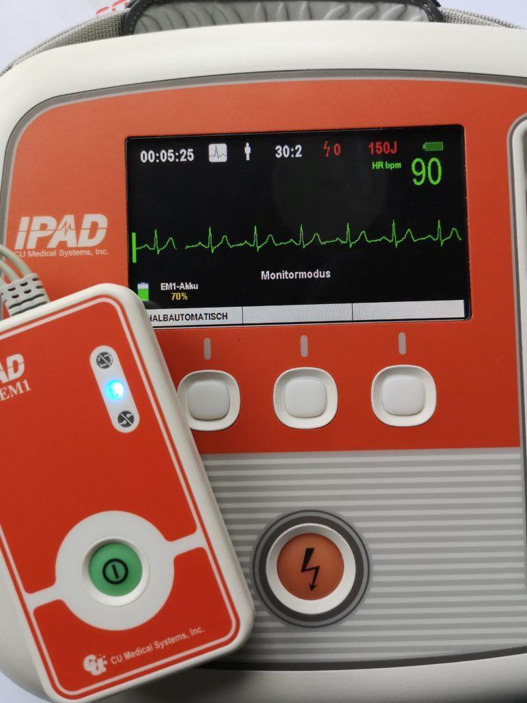 Der AED dient zur Reanimation bei der Ersten Hilfe
