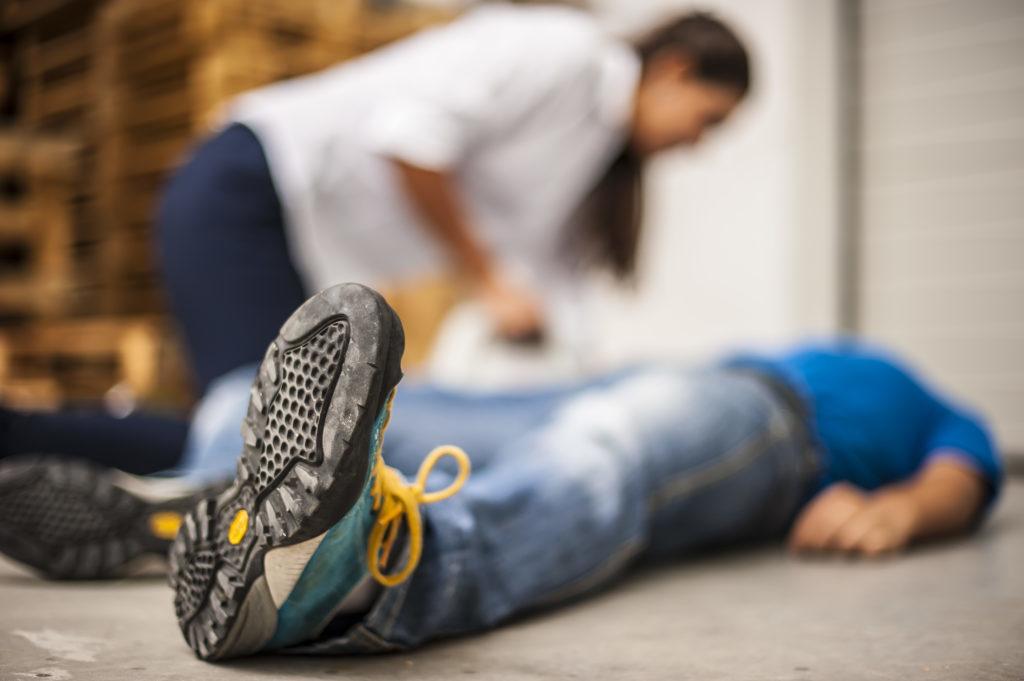 Erste Hilfe Situation Person ist Bewusstlos