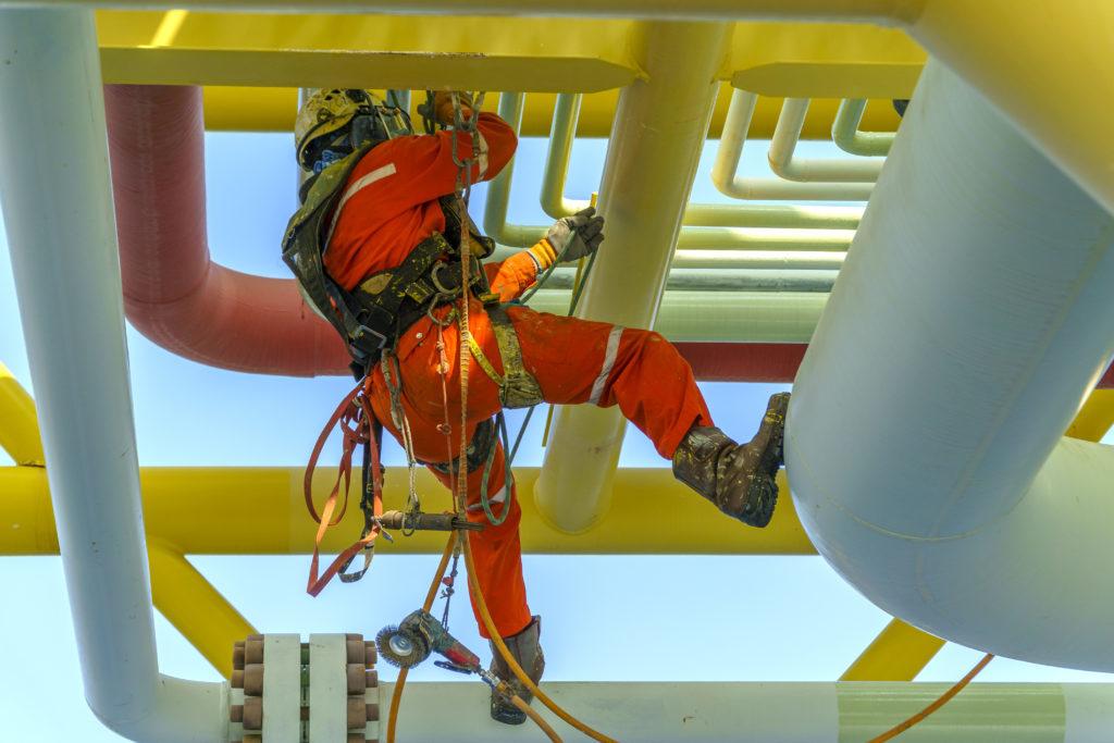 Arbeiter hängt Gefahr Hängetrauma Erste Hilfe Offshore