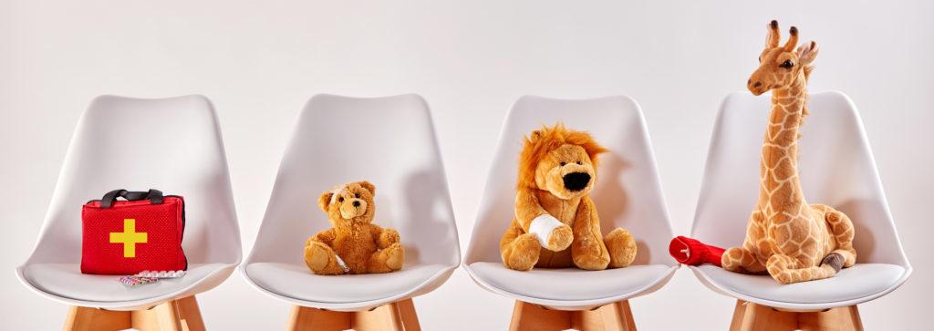 Erste Hilfe am Kind Wartezimmer Kuscheltiere